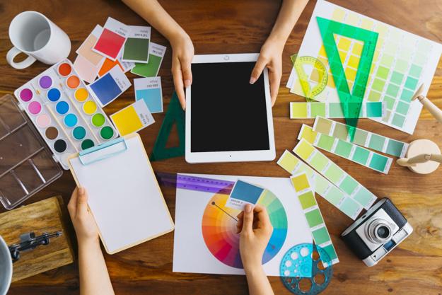 Guia: como escolher e combinar cores nos seus materiais gráficos